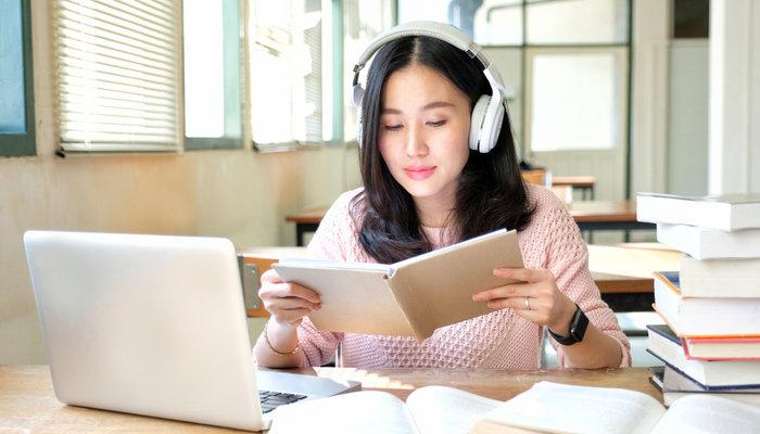 Apakah Bagus Mendengarkan Musik Saat Belajar?
